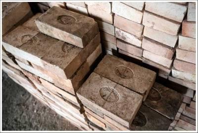 100 briques